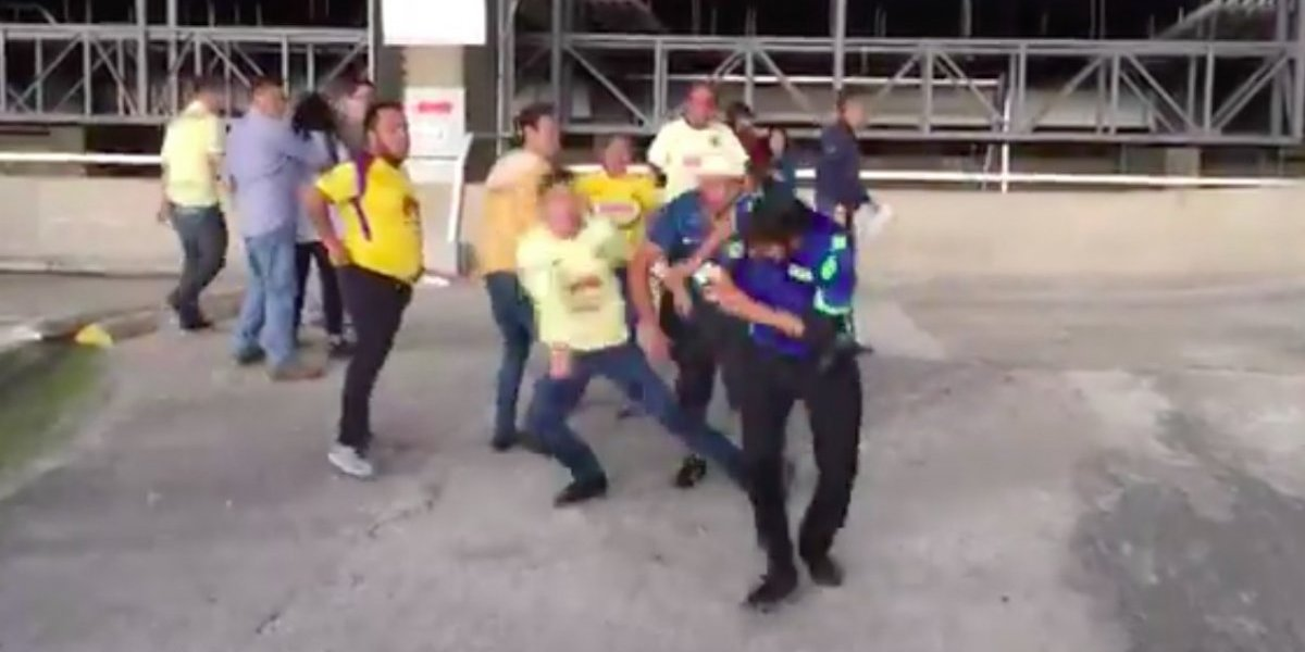 VIDEO: Americanistas agreden a empleado del Estadio Azteca