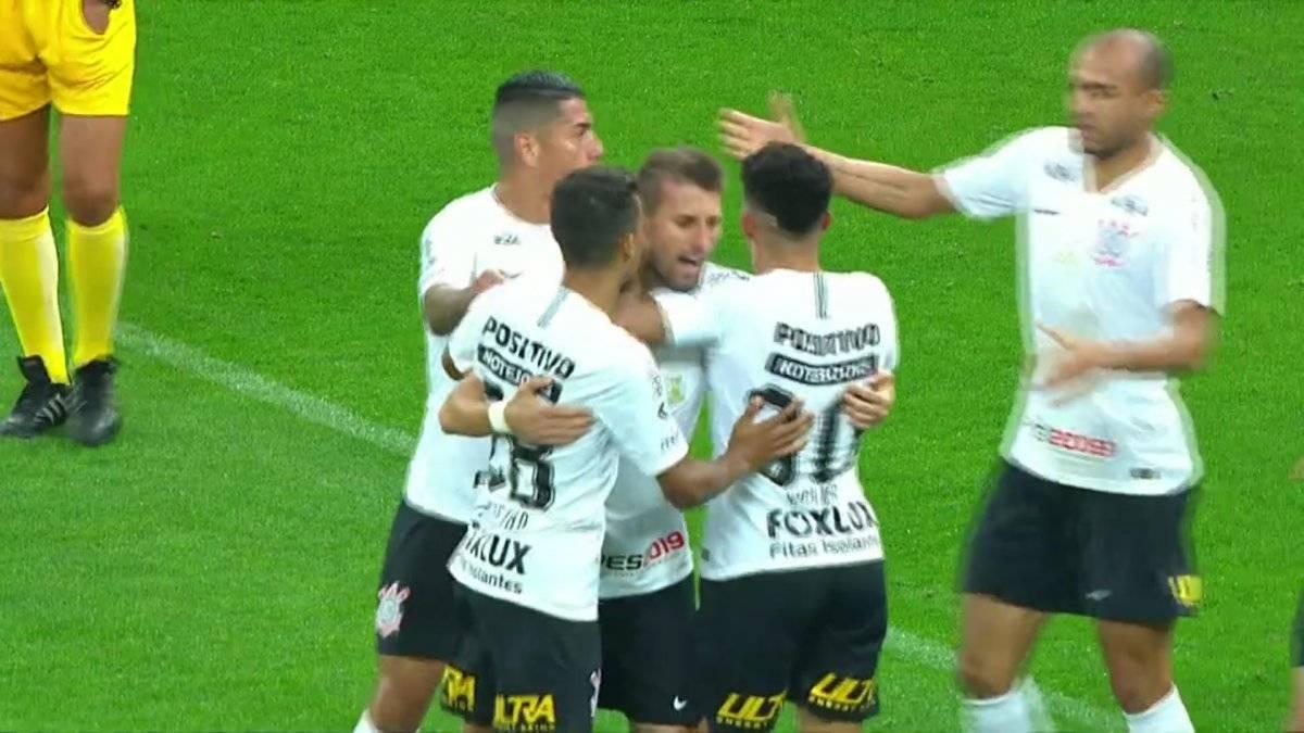 El festejo de Corinthians tras el gol de Henrique. El Timao venció por 1-0 a Paraná en su último apronte antes de la revancha ante Colo Colo / Foto: Captura