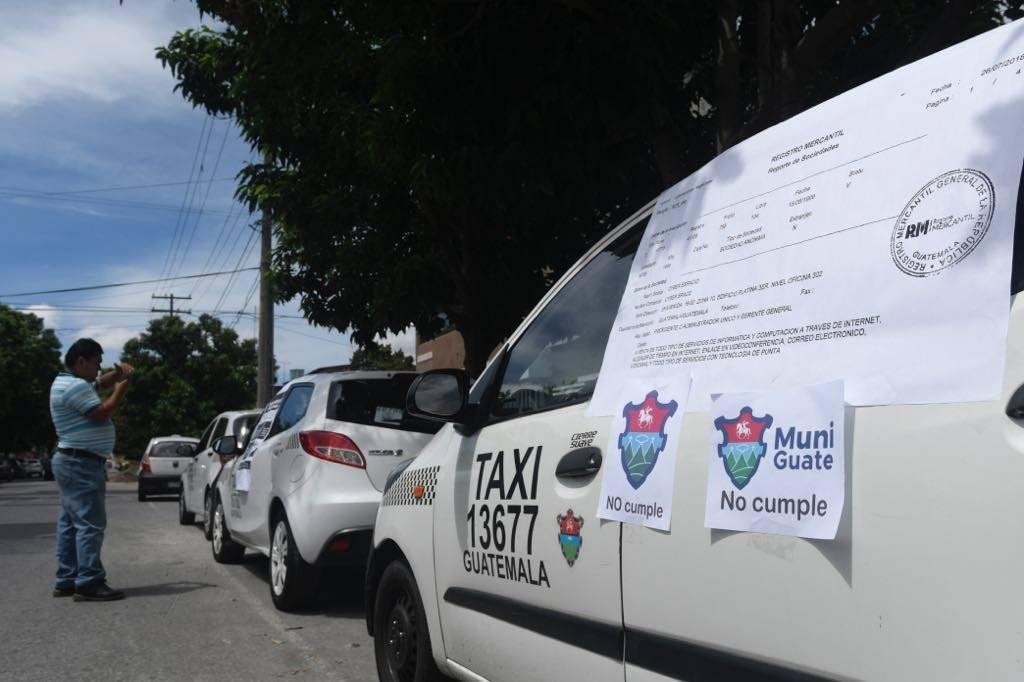 Taxistas rechazan las operaciones de Uber. Foto: Omar Solís