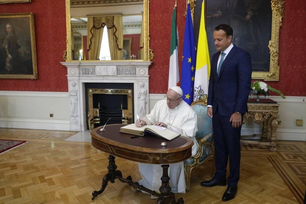 """También rememoró el sufrimiento del conflicto entre las dos Irlandas y dio gracias """"por las dos décadas de paz"""" Foto: AP"""