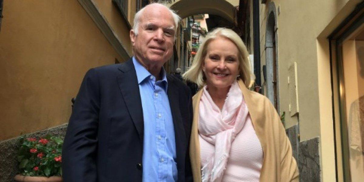 Esposa de McCain ofrece detalles de cómo falleció el senador