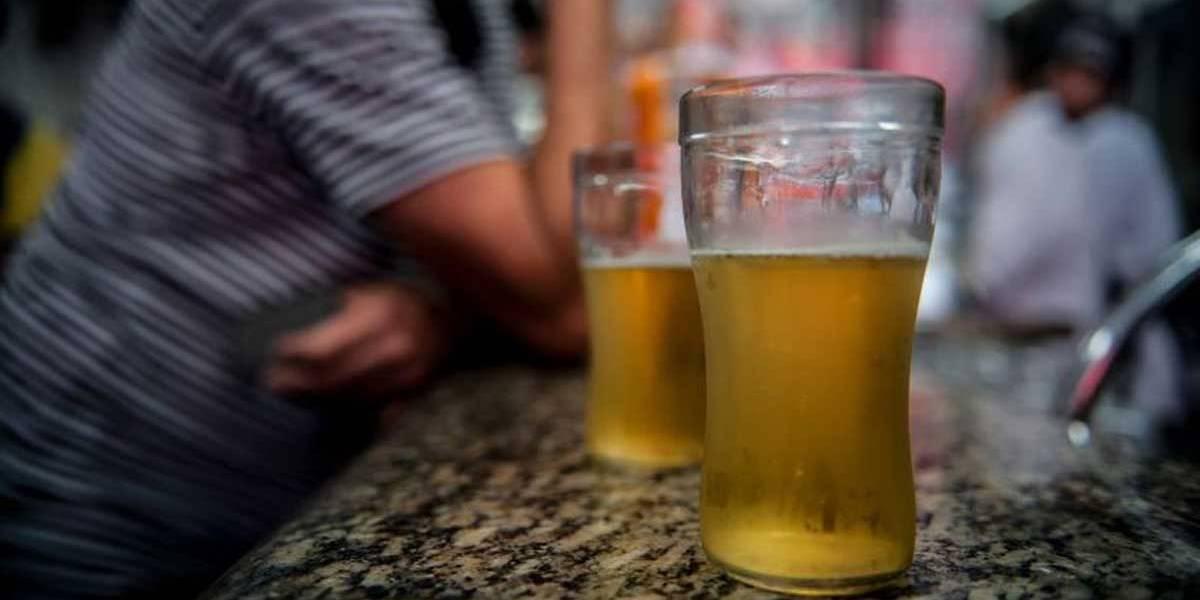 Consumo de álcool cai no Brasil, mas deve voltar a subir até 2025, prevê OMS