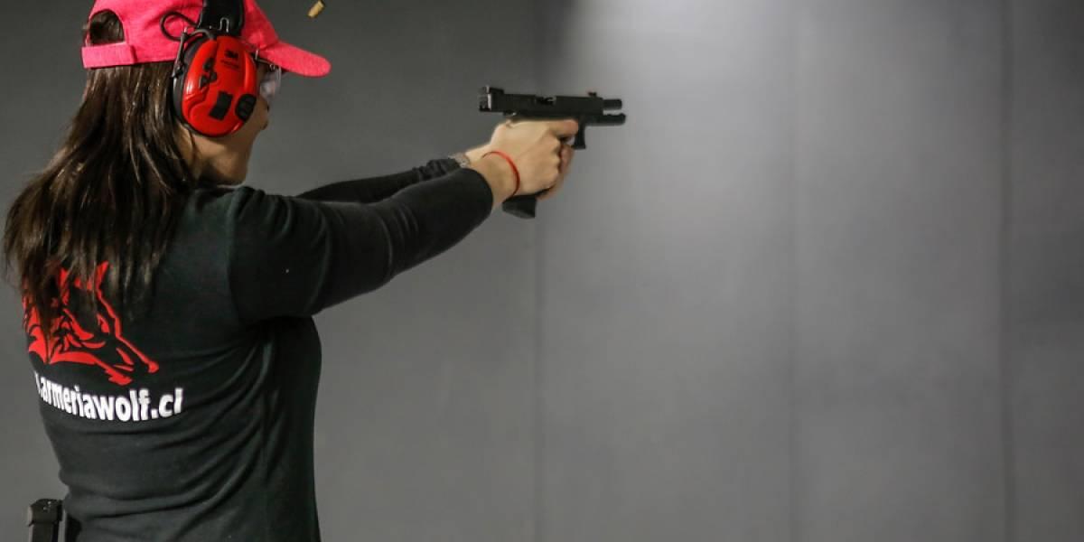 Vecinos de La Reina aprenderán a disparar: municipalidad firma convenio con club de tiro y desata debate en redes sociales
