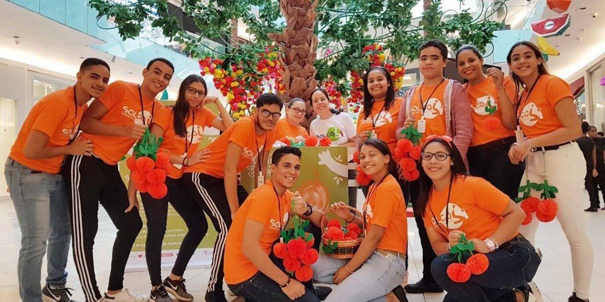 Celebran sexta edición del Árbol de la Esperanza en Ágora Mall