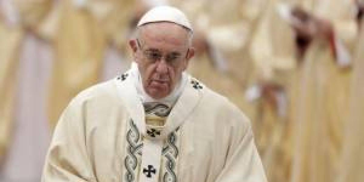 """Arzobispo exige la renuncia del Papa Francisco por """"encubrir"""" abusos sexuales"""