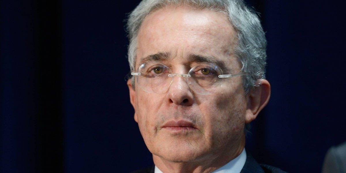 """Uribe tilda de """"vergonzosas"""" las 16 curules que crearía el Congreso para las víctimas"""
