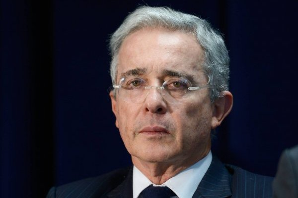 Indagatoria a Álvaro Uribe