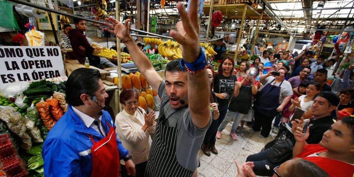 VIDEO. Ópera improvisada sorprende en mercados en México