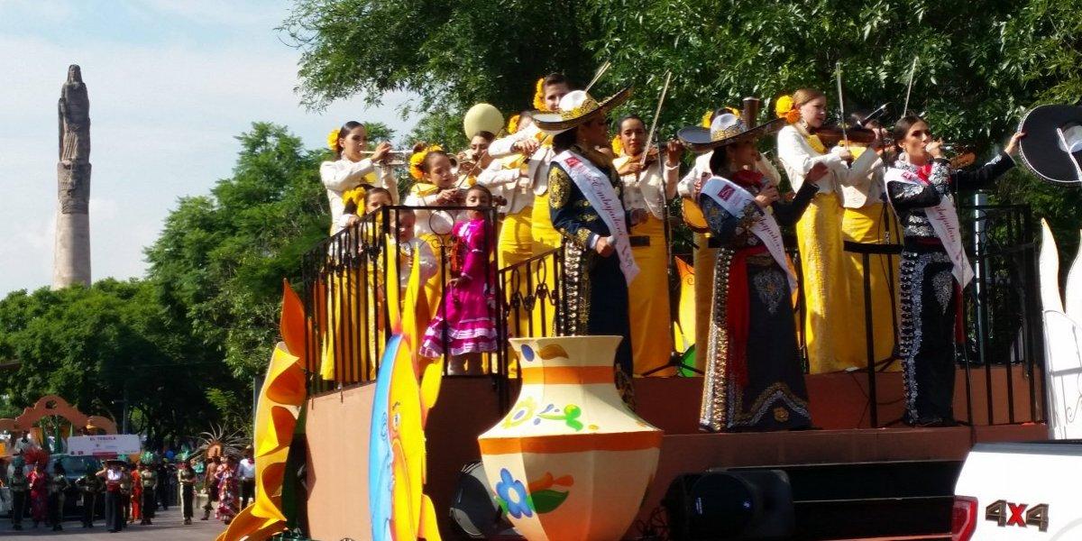 Mariachis del mundo desfilan en Guadalajara