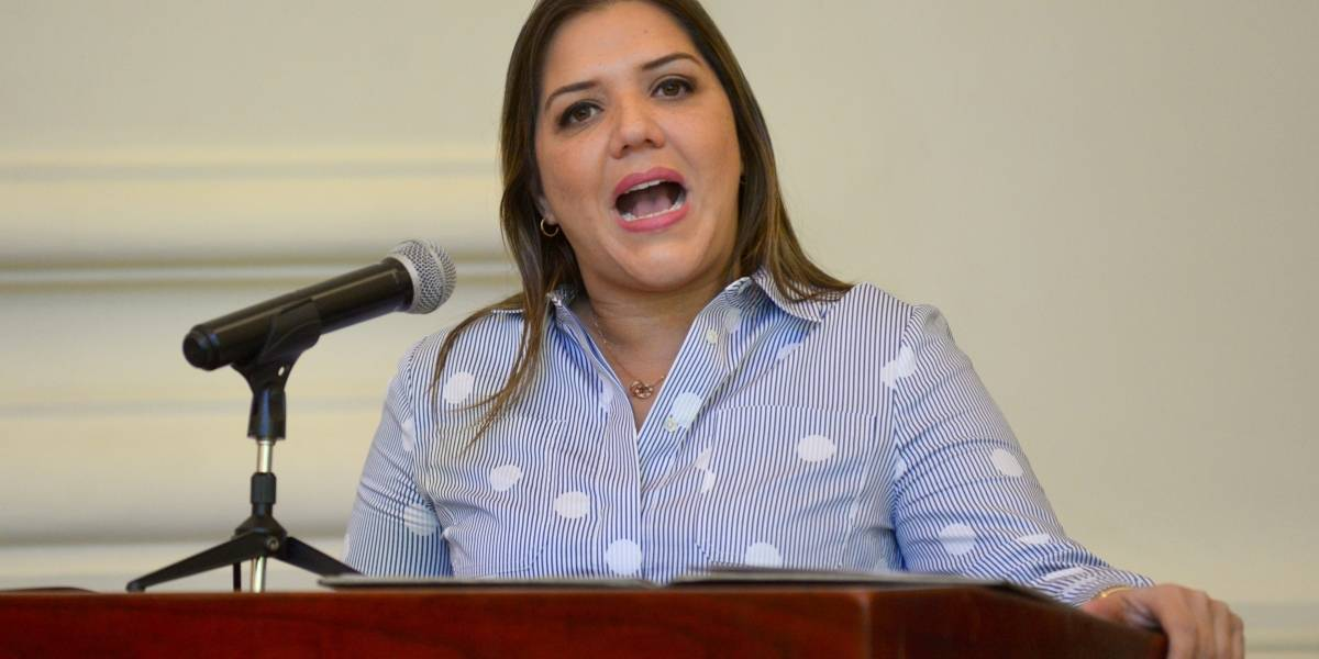 Vicepresidenta María Alejandra Vicuña descarta renunciar tras denuncia por concusión