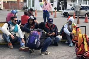Cientos de venezolanos esperan a las afueras que migración los deje continuar su camino con la Carta Andina,