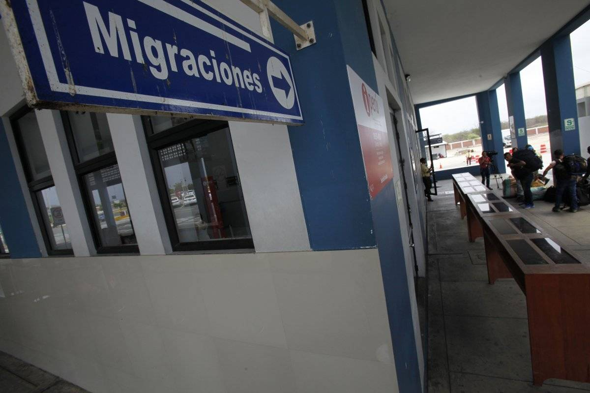 Ciudadanos venezolanos llegaron ayer a la zona fronteriza con Ecuador de Tumbes, Perú EFE