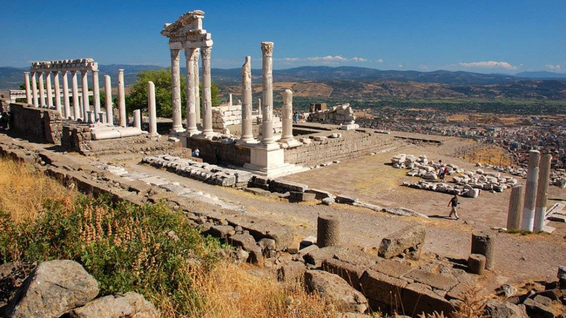 goturkeytourism.com/things-to-do/pergamon-ancient-city-izmir-turkey.html