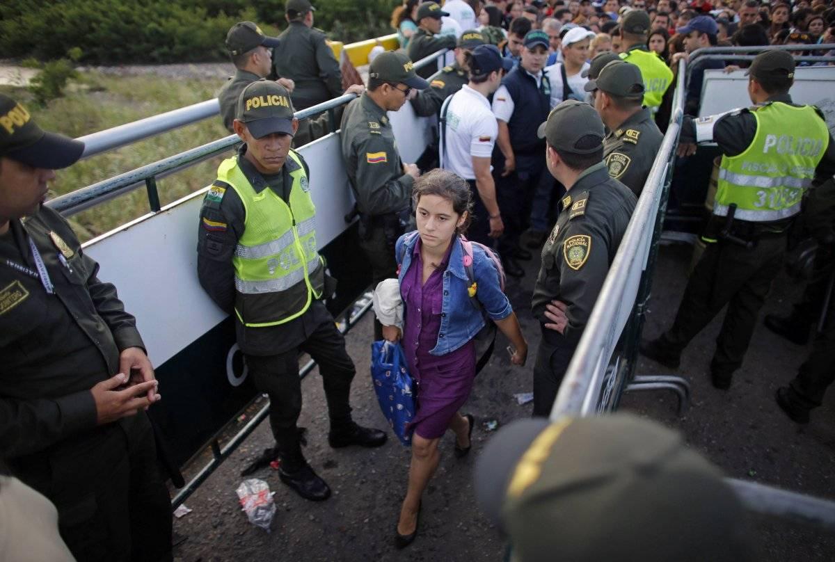Los venezolanos ya no migran, huyen de un país en ruinas. El paso constante de peatones por el puente internacional se ha convertido en la imagen de una migración sin precedentes en Venezuela.