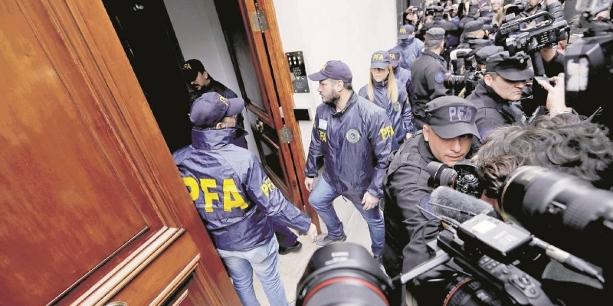 """Los """"tesoros"""" que encontraron en  los allanamientos a Cristina Kirchner"""