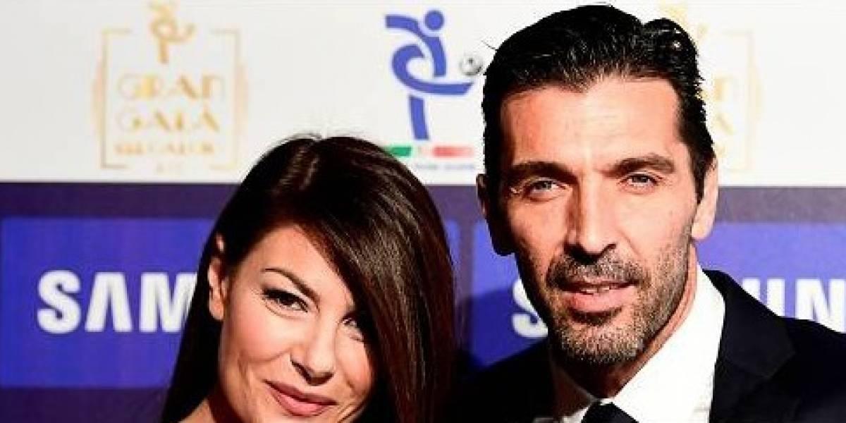 Revelan candentes fotos de Gianluigi Buffon y su esposa