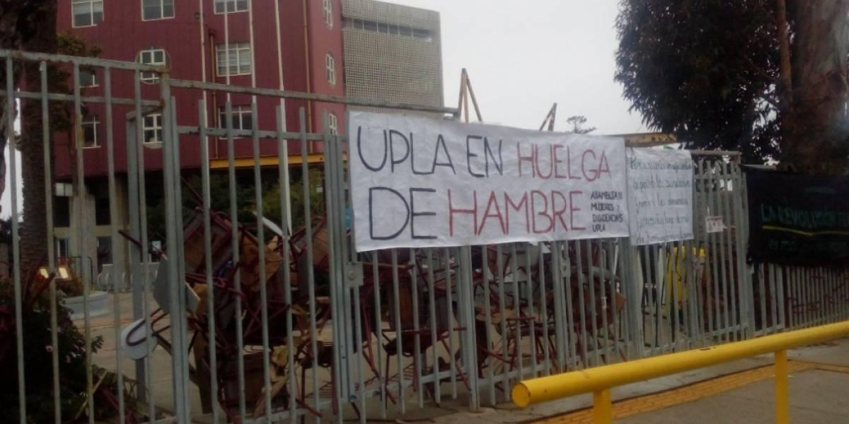 """Cuatro estudiantes de la Upla se mantienen en huelga de hambre: """"Es la salud de nuestras compañeras la que está en juego"""""""
