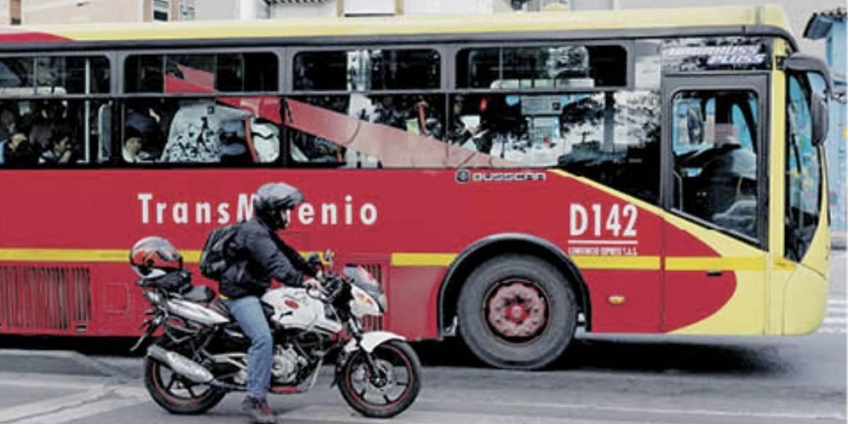 Bogotá: se baja del bus, pero se sube a la moto