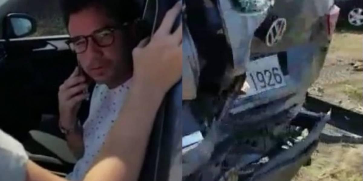 Andrés Jungbluth busca a su perrito tras el accidente que sufrió en la vía Santa Elena-Guayaquil