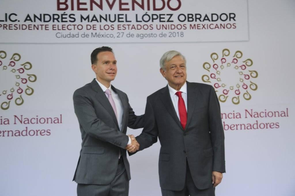 Manuel Velasco, presidente de la Conago recibió a Andrés Manuel López Obrador, presidente electo en la reunión de este lunes. Foto: Cortesía.