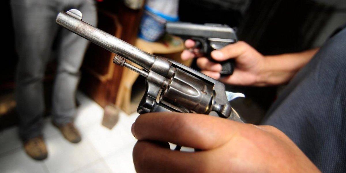 Fiscalía critica uso de armas en La Reina: alerta que delincuentes terminan robándoselas a particulares