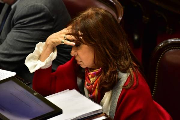 La vivienda de Cristina Kirchner en El Calafate fue escenario de allanamientos desde el viernes por la mañana hasta ayer a la noche. Fuentes judiciales confirmaron que se encontraron carpetas con información de muchos adversarios políticos de la ex presi