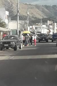 Vendedores informales protestan en el redondel de Guayllabamba