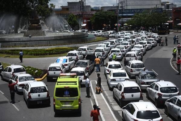 Manifestación impide paso de ambulancia en zona 1