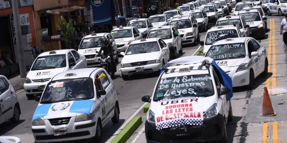 Taxistas se movilizan en rechazo a la operación de Uber en el país