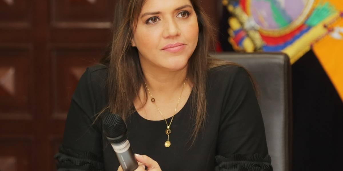 Exfuncionario denuncia a María Alejandra Vicuña por cobro de diezmos en la Asamblea