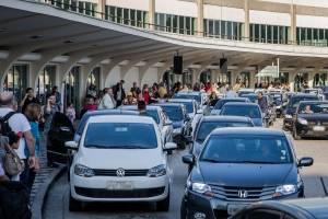 https://www.metrojornal.com.br/foco/2019/02/19/filas-duplas-aeroporto-de-congonhas-transito.html