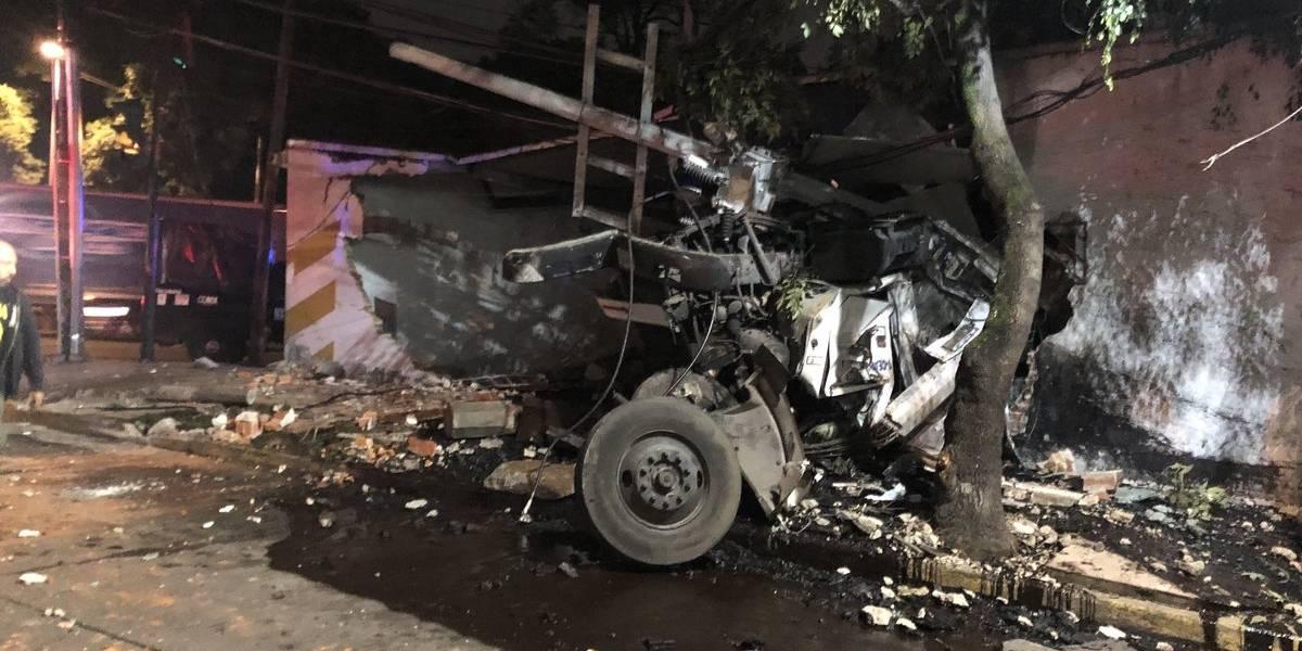 Pipa con chapopote explota en casa de San Miguel Chapultepec