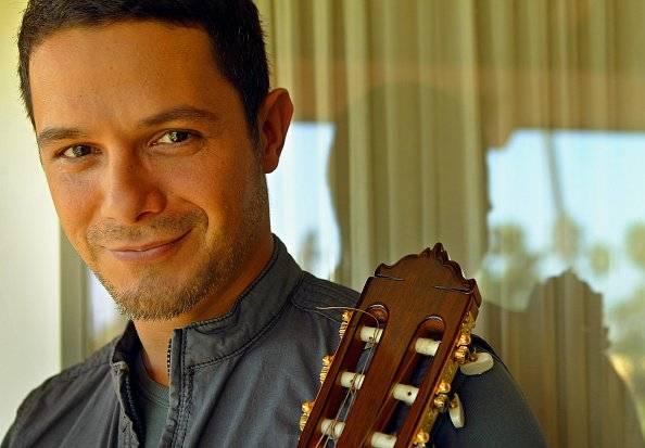 Grammy Latino ganando a Alejandro Sanz en su habitación en el Hotel Beverly Hills. Getty Images