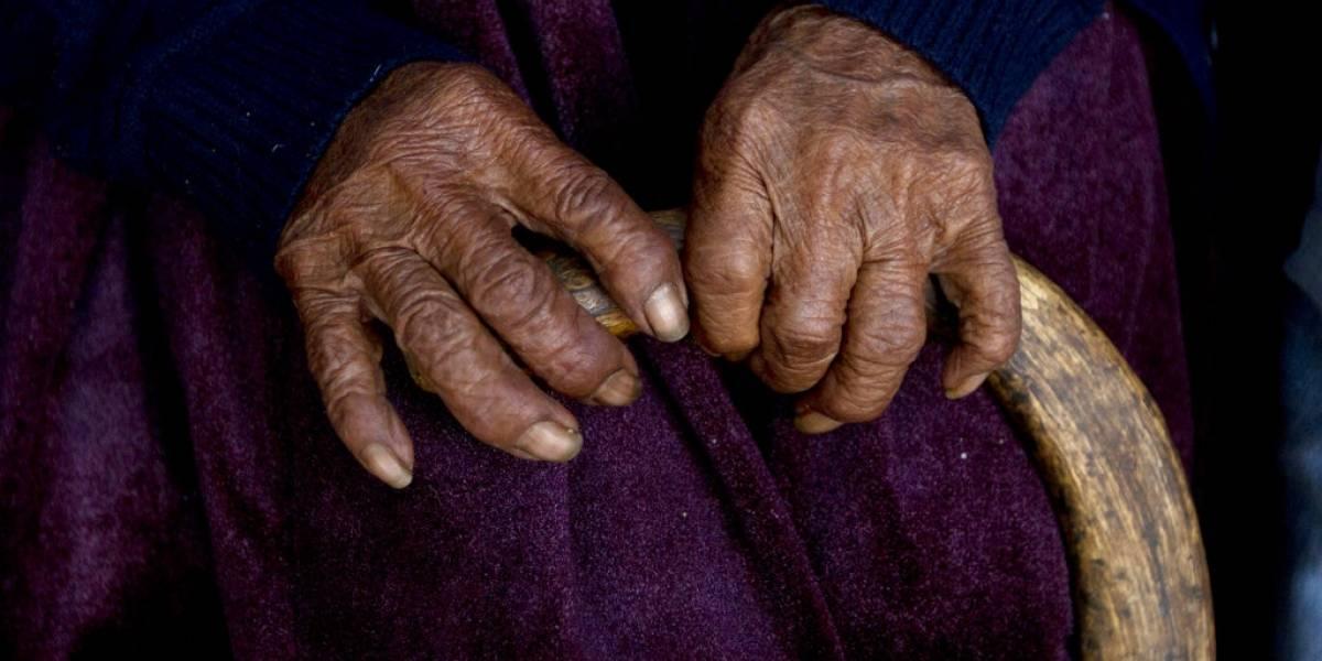 Anciana fallece en la puerta del mercado donde trabajaba