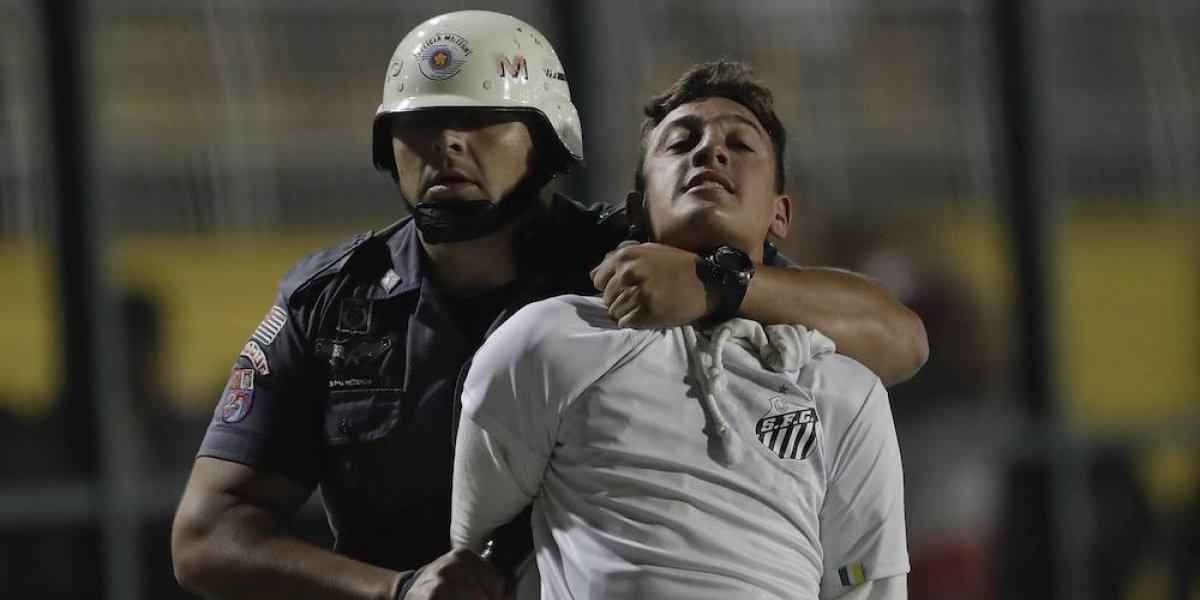 Ultras del Santos provocan desmanes con petardos y bengalas en juego ante Independiente