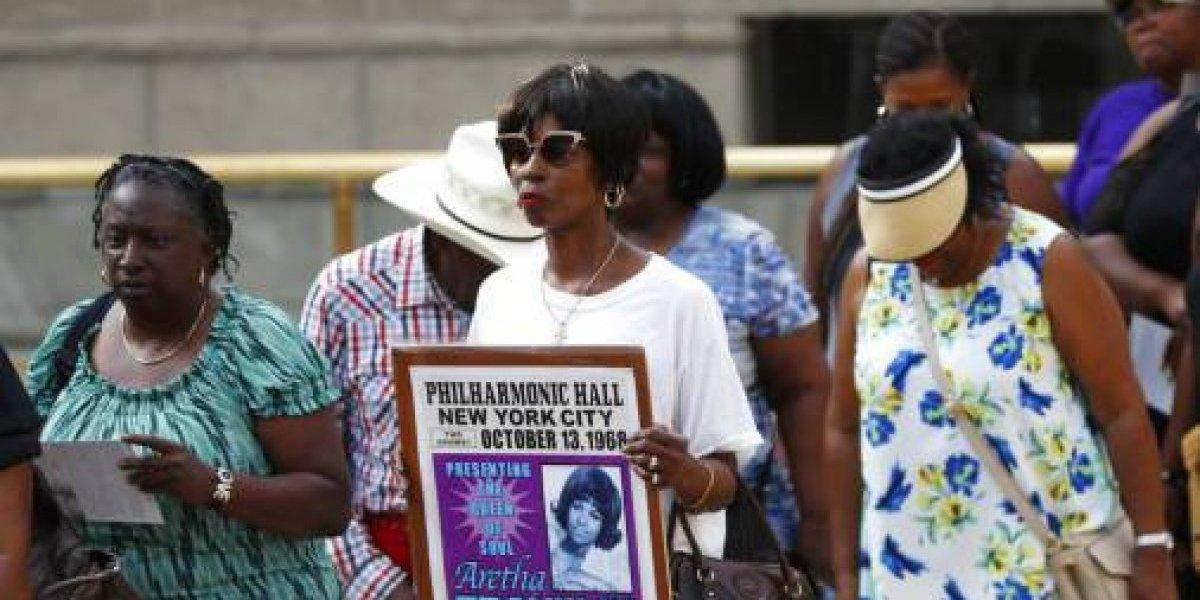 Seguidores de Aretha Franklin le dan último adiós en velorio público