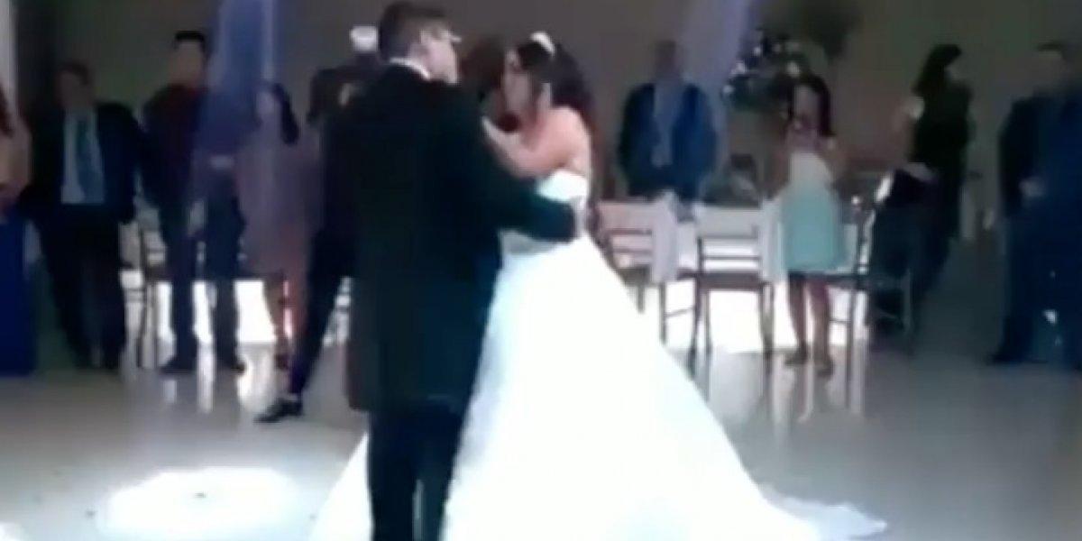 Hasta las lágrimas: la tierna reacción de un hombre luego que su novia escogiera como vals de bodas una canción de Dragon Ball