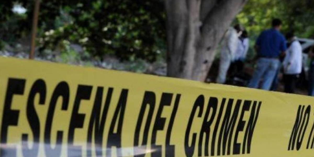 La policía la encontró con el cuchillo clavado en la espalda: menor de 13 años apuñaló a su mamá porque lo despertó para ir al colegio