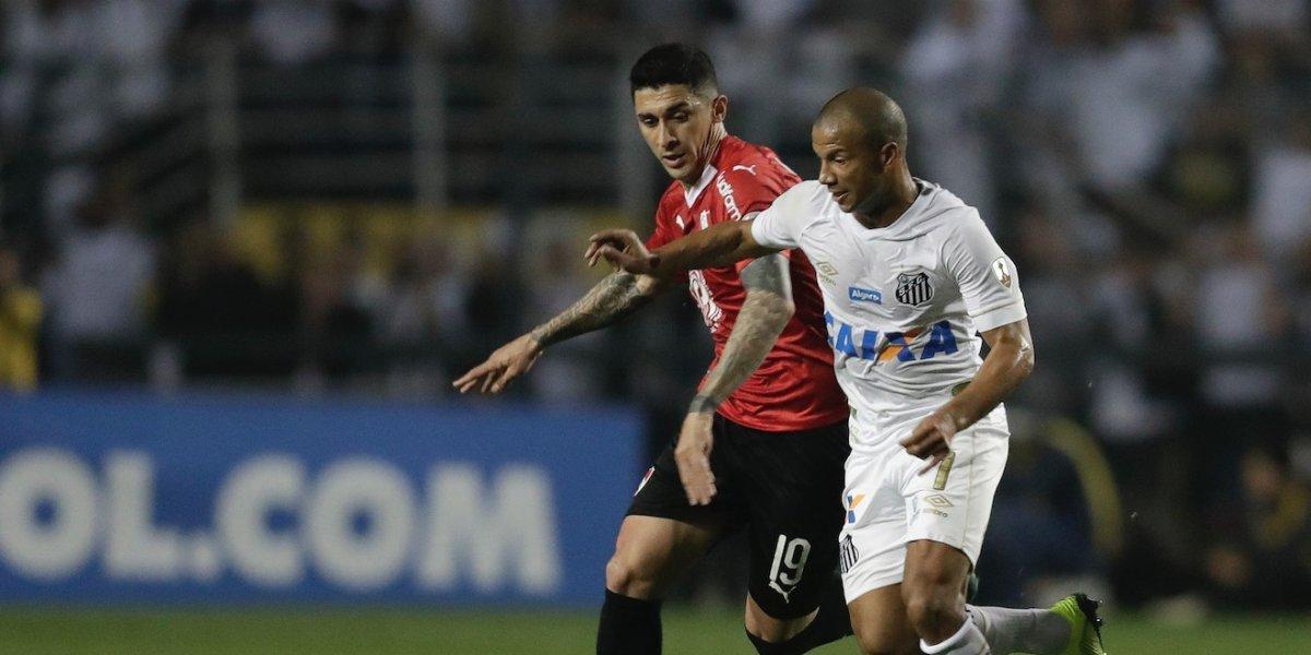 Graves disturbios en el final del partido entre Santos e Independiente