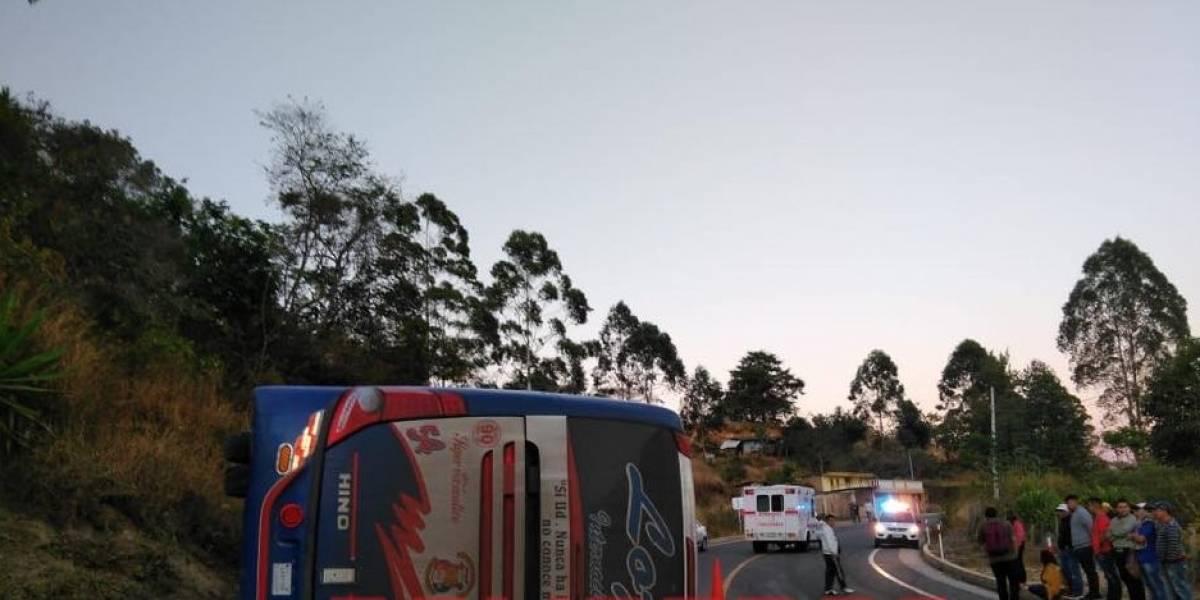Accidente de tránsito en la vía Loja-Carimanga deja 17 heridos