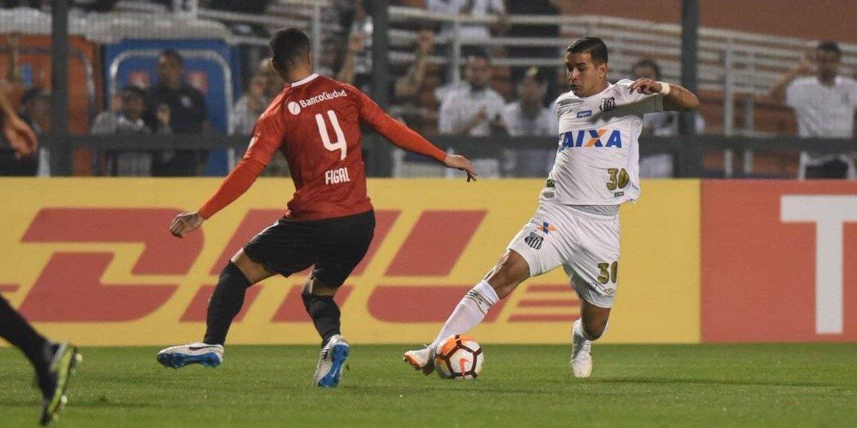El partido entre Santos e Independiente por Libertadores fue suspendido por graves incidentes en las gradas