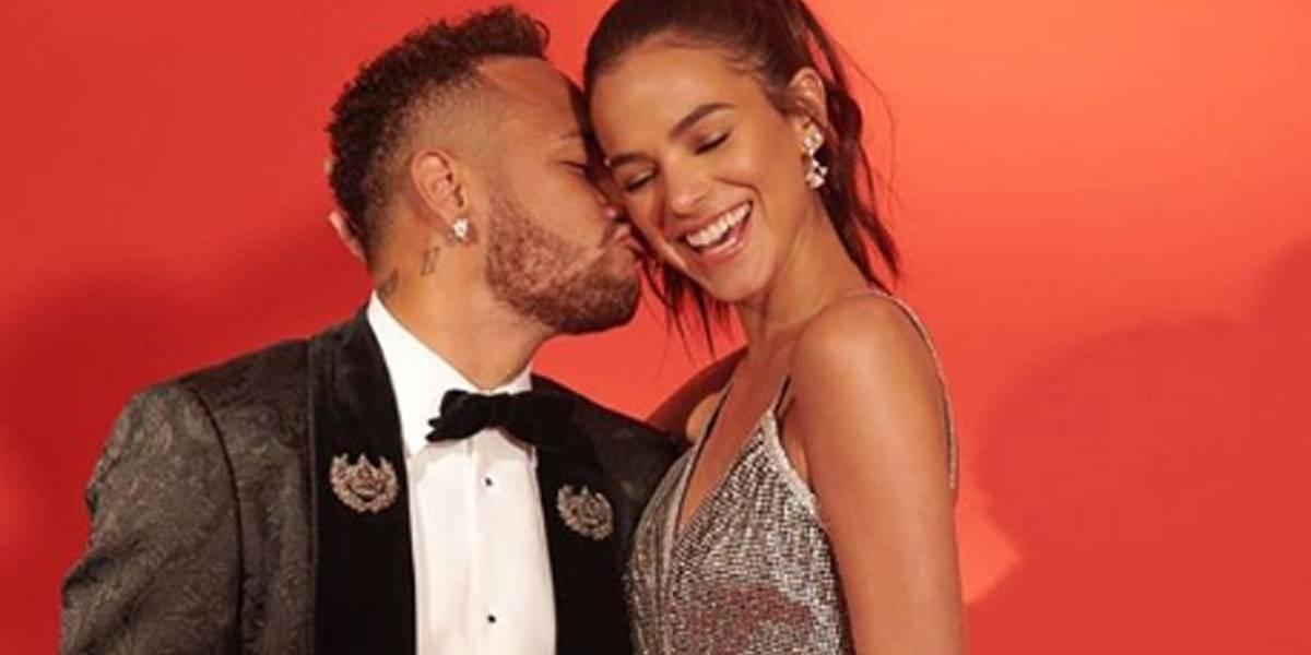 Bruna Marquezine desmente boatos de rompimento com Neymar por questões políticas