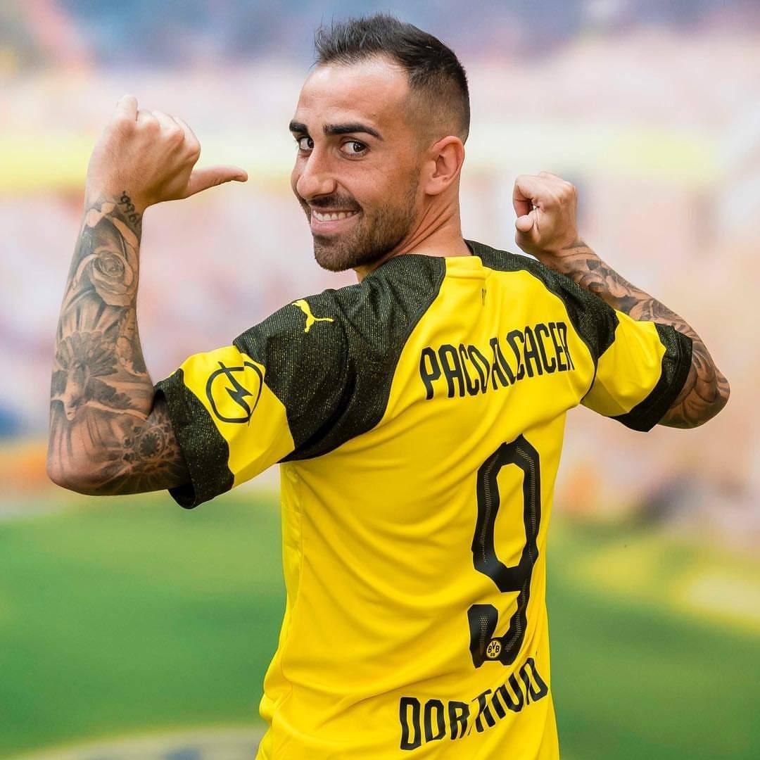 Paco Alcácer ya lució su nueva camisola