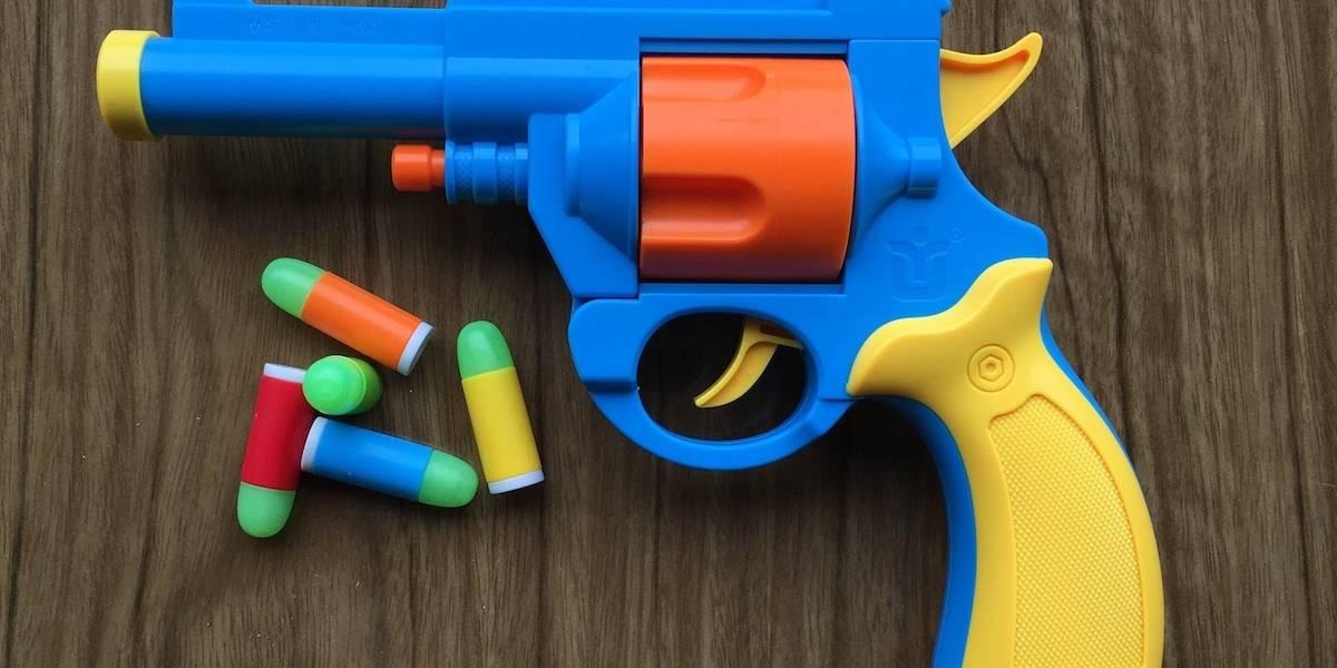Más falso que pistolas paraguayas: Le robaron 42 fusiles a la policía guaraní y los reemplazaron por juguetes