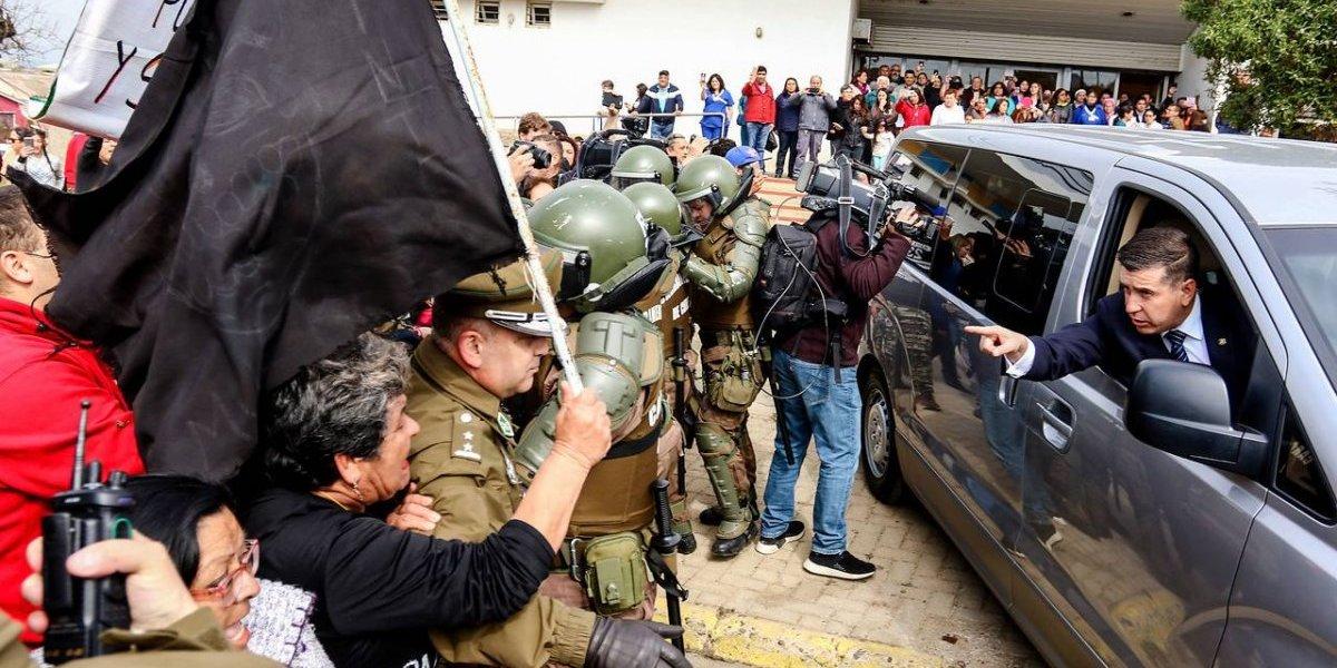 El violento recibimiento de Piñera en Quintero: manifestantes detuvieron su comitiva