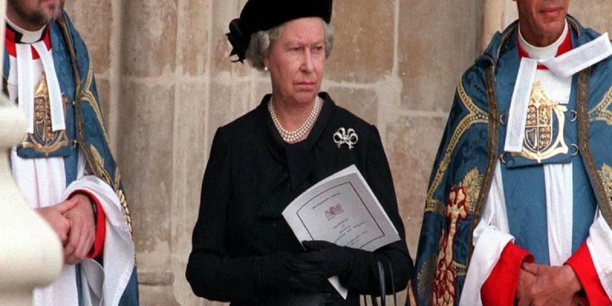 A 21 años de la muerte de Lady Di aún es cuestionado el comportamiento de la Reina Isabel