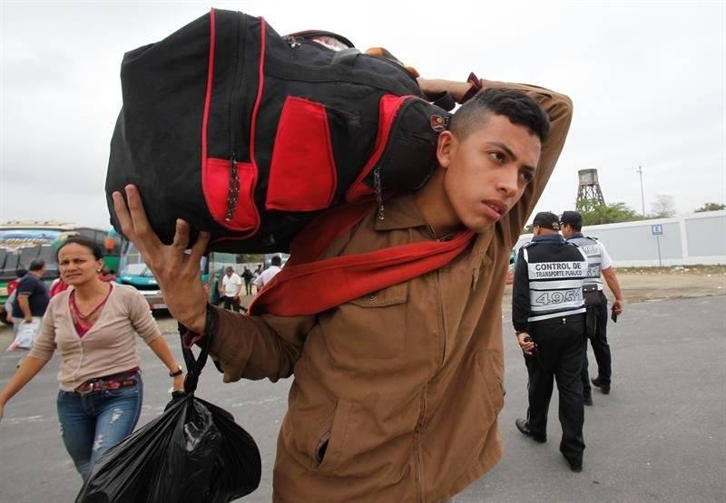 Venezolanos en la frontera de Perú