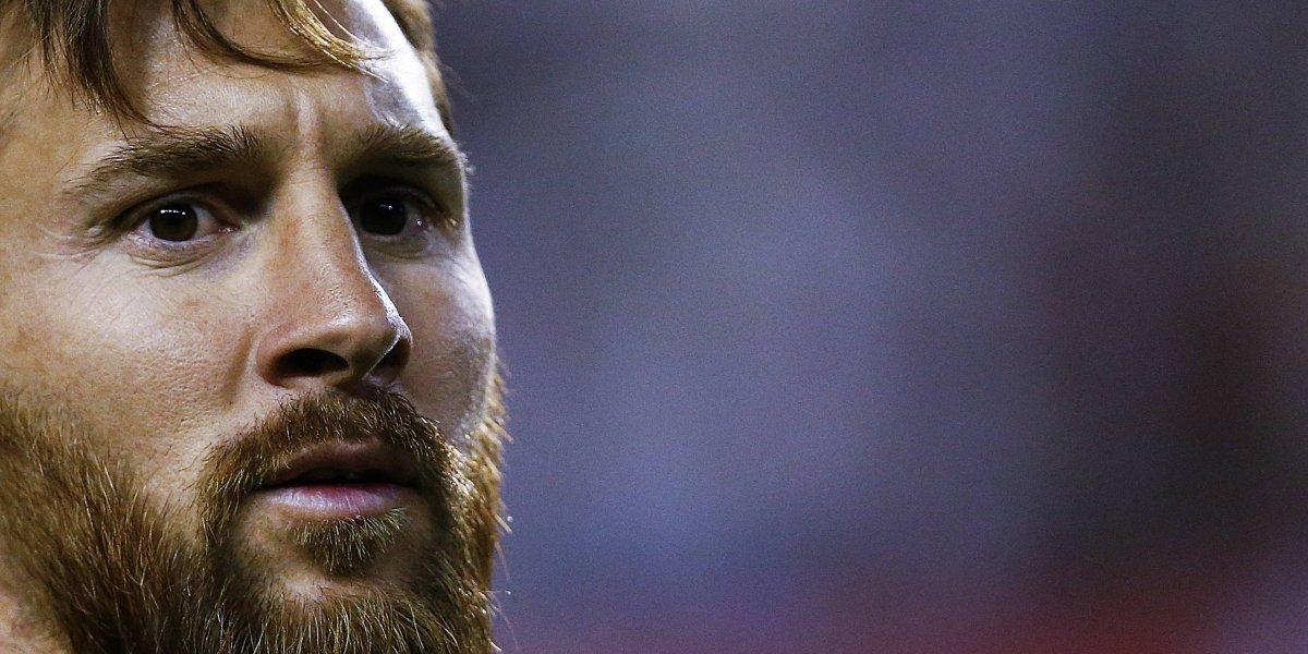 Video. Mientras una aficionada insulta a Messi, un niño se emociona al tenerlo cerca