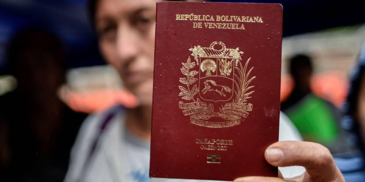 Por qué es tan difícil conseguir un pasaporte para salir de Venezuela