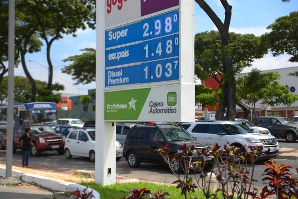 """Estaciones servicio """"listas"""" para aplicar nuevo precio de gasolinas"""